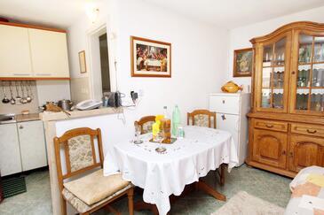 Pučišća, Dining room in the studio-apartment.
