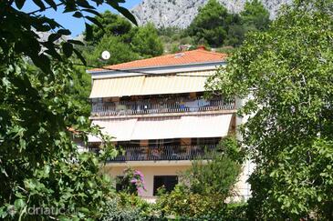 Omiš, Omiš, Объект 771 - Апартаменты вблизи моря с галечным пляжем.