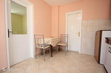 Oprič, Столовая в размещении типа apartment, Домашние животные допускаются и WiFi.