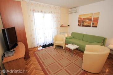 Opatija, Living room in the apartment, dostupna klima i dopusteni kucni ljubimci.