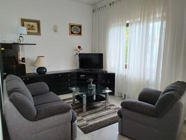Medveja, Obývací pokoj v ubytování typu apartment.