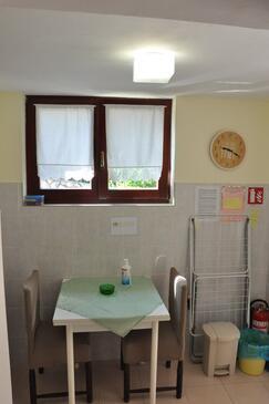 Oprič, Sala da pranzo nell'alloggi del tipo studio-apartment, WiFi.