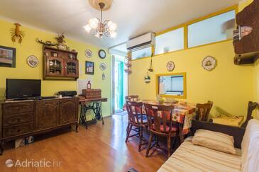 Rovinj, Jídelna v ubytování typu apartment, s klimatizací, domácí mazlíčci povoleni a WiFi.