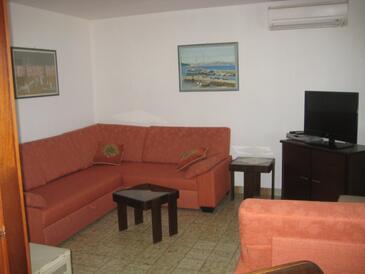 Maslinica, Obývacia izba v ubytovacej jednotke apartment, klimatizácia k dispozícii, domáci miláčikovia povolení a WiFi.