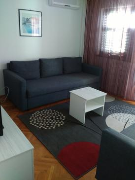 Maslinica, Living room in the apartment, air condition available, (pet friendly) and WiFi.