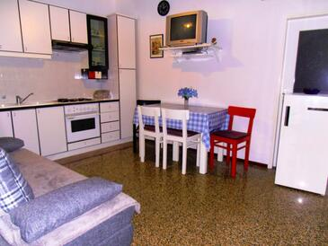 Mošćenička Draga, Dining room in the apartment, air condition available, (pet friendly) and WiFi.