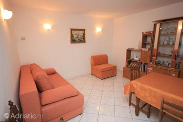 Brseč, Living room in the apartment, air condition available, (pet friendly) and WiFi.