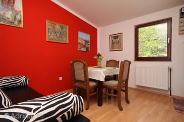 Oprič, Dining room in the apartment, dopusteni kucni ljubimci i WIFI.
