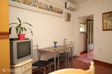 Oprič, Jídelna v ubytování typu studio-apartment, s klimatizací, domácí mazlíčci povoleni a WiFi.