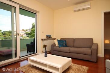 Ičići, Living room in the apartment, dostupna klima i WIFI.