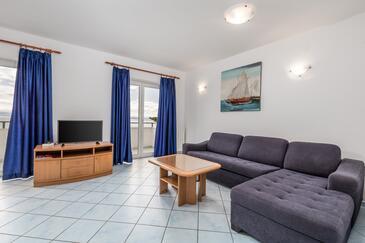 Mošćenička Draga, Obývací pokoj v ubytování typu apartment, s klimatizací, domácí mazlíčci povoleni a WiFi.