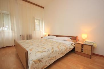 Brseč, Bedroom in the room, air condition available, (pet friendly) and WiFi.