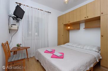Brseč, Spavaća soba u smještaju tipa room, dostupna klima, kućni ljubimci dozvoljeni i WiFi.