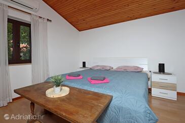 Brseč, Schlafzimmer in folgender Unterkunftsart room, Klimaanlage vorhanden, Haustiere erlaubt und WiFi.