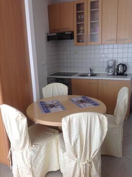 Ičići, Jídelna v ubytování typu studio-apartment, s klimatizací a WiFi.