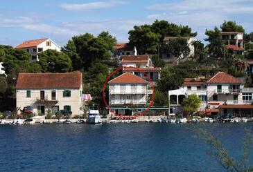 Stomorska, Šolta, Obiekt 781 - Apartamenty przy morzu ze żwirową plażą.