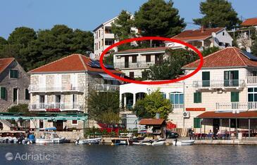 Stomorska, Šolta, Property 782 - Apartments near sea with pebble beach.
