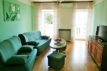 Poljane, Obývací pokoj v ubytování typu apartment, s klimatizací a WiFi.