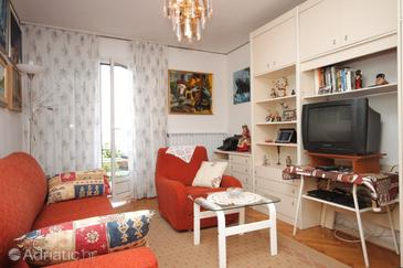 Ičići, Living room in the apartment, dopusteni kucni ljubimci.