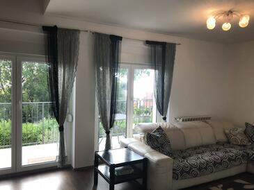 Lovran, Obývací pokoj v ubytování typu apartment, domácí mazlíčci povoleni a WiFi.