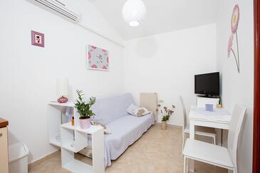 Opatija, Dining room in the apartment, dostupna klima i dopusteni kucni ljubimci.