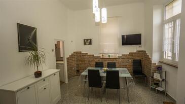 Opatija, Dining room in the apartment, dostupna klima, dopusteni kucni ljubimci i WIFI.