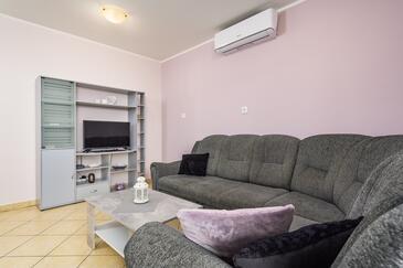 Lovran, Obývacia izba v ubytovacej jednotke apartment, dostupna klima i WIFI.