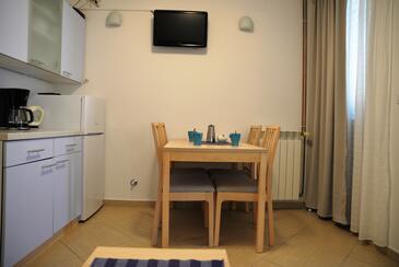 Cres, Jídelna v ubytování typu studio-apartment, domácí mazlíčci povoleni a WiFi.