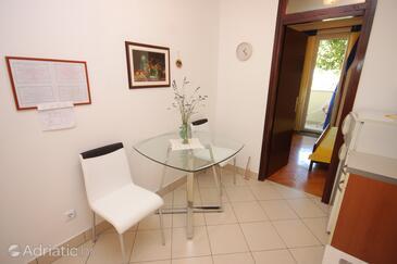 Mali Lošinj, Eetkamer in the apartment, (pet friendly) en WiFi.