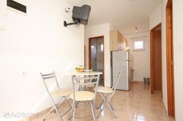 Ždrelac, Dining room in the apartment, dostupna klima.