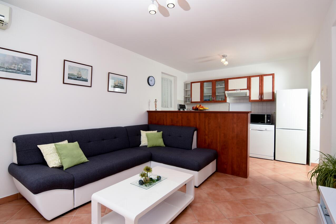 Ferienwohnung im Ort Poljane (Opatija), Kapazität 2+2 (1012288), Poljane, , Kvarner, Kroatien, Bild 4