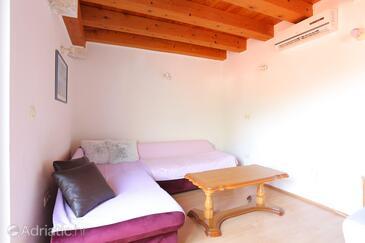 Brela, Obývací pokoj v ubytování typu apartment, s klimatizací, domácí mazlíčci povoleni a WiFi.