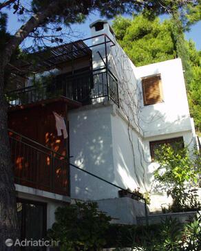 Brela, Makarska, Property 790 - Apartments near sea with pebble beach.