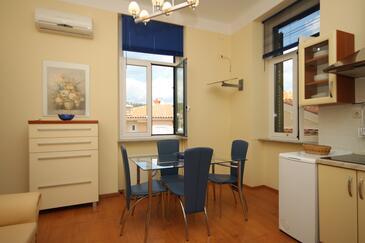 Opatija - Volosko, Jedáleň v ubytovacej jednotke apartment, dostupna klima, dopusteni kucni ljubimci i WIFI.