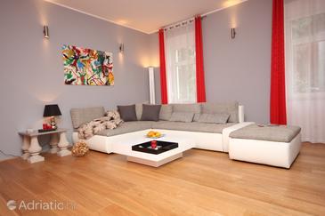 Opatija, Living room in the apartment, dostupna klima, dopusteni kucni ljubimci i WIFI.