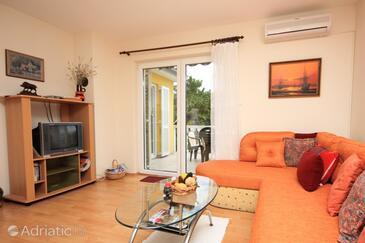 Oprič, Living room in the apartment, dostupna klima i WIFI.