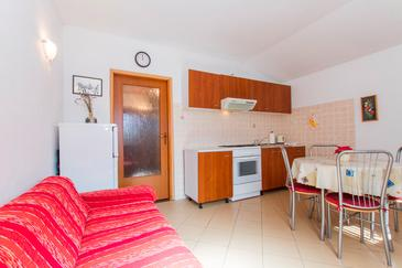 Smolići, Dining room in the apartment, dostupna klima i WIFI.