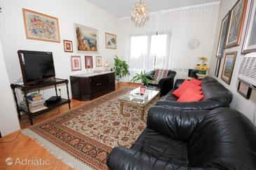 Ika, Living room in the apartment, dostupna klima, dopusteni kucni ljubimci i WIFI.
