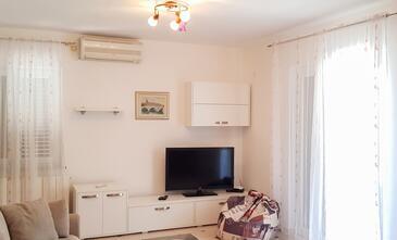 Ika, Obývacia izba v ubytovacej jednotke apartment, klimatizácia k dispozícii, domáci miláčikovia povolení a WiFi.