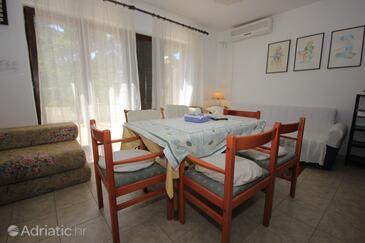 Artatore, Jídelna v ubytování typu house, s klimatizací, domácí mazlíčci povoleni a WiFi.