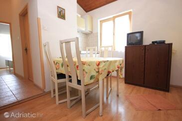 Artatore, Dining room in the apartment, dostupna klima i WIFI.