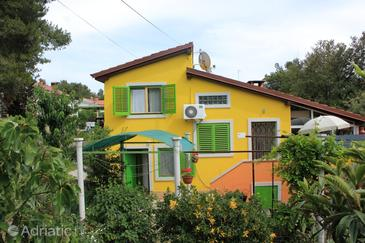 Artatore, Lošinj, Property 7938 - Apartments with pebble beach.