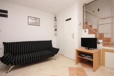 Mali Lošinj, Obývacia izba v ubytovacej jednotke apartment, domáci miláčikovia povolení a WiFi.