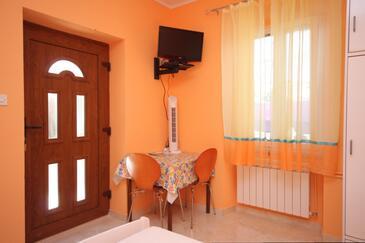 Mali Lošinj, Dining room in the studio-apartment, dopusteni kucni ljubimci i WIFI.