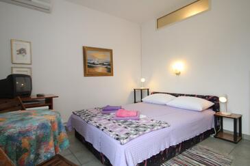 Mali Lošinj, Bedroom in the room, dostupna klima, dopusteni kucni ljubimci i WIFI.