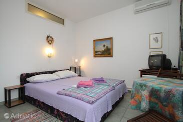 Mali Lošinj, Спальня в размещении типа room, доступный кондиционер, Домашние животные допускаются и WiFi.