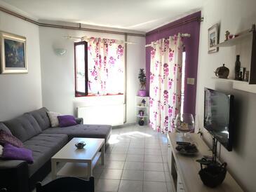 Jezera, Obývací pokoj v ubytování typu apartment, s klimatizací, domácí mazlíčci povoleni a WiFi.