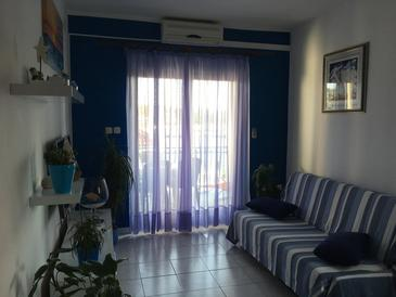 Jezera, Living room in the apartment, air condition available, (pet friendly) and WiFi.