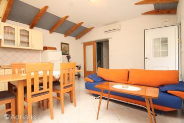 Veli Lošinj, Dining room in the apartment, dostupna klima, dopusteni kucni ljubimci i WIFI.