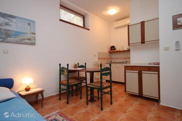 Nerezine, Dining room in the studio-apartment.